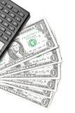 Верхняя часть взгляда долларов приближает к калькулятору Стоковое Фото