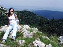 верхняя часть горы девушки Стоковые Фотографии RF