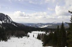 Верхняя часть горы с снегом Стоковые Изображения RF
