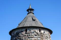 Верхняя часть каменной башни, монастыря Solovetsky стоковое изображение