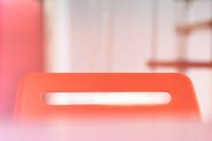 Верхняя часть красного стула офиса с светлой предпосылкой утечки Стоковое Изображение RF