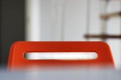 Верхняя часть красной предпосылки стула офиса Стоковое фото RF