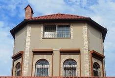 Верхняя часть малого первоначально жилого дома Стоковые Изображения