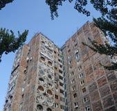 Верхняя часть многоэтажного здания Стоковые Фотографии RF