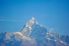 Верхняя часть на горах снега в Непале Стоковые Изображения RF