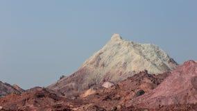 Верхняя часть покрашенной горы пустыни Стоковые Фотографии RF