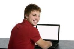 верхняя часть привлекательного внапуска мальчика подростковая используя стоковые фотографии rf