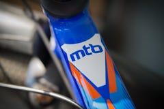 Верхняя часть рамки горного велосипеда около кормила С надписью MTB Стоковое Изображение