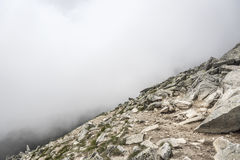 Верхняя часть скалистого горного пика Стоковые Фотографии RF