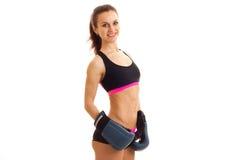 Верхняя часть спорт девушки фитнеса провиснула в задних взглядах в камеру и усмехаться Стоковое Изображение