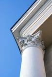Верхняя часть столбца украшенная с fretwork стоковые изображения