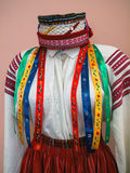 Верхняя часть украинского национального костюма ` s женщин на манекене стоковая фотография rf