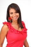 верхняя часть усмешки красивейшего latino девушки симпатичная красная Стоковое фото RF