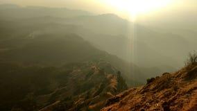 Верхняя часть холма захода солнца Стоковые Фотографии RF