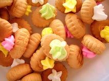 верхняя часть цветастых печений cream стоковое изображение