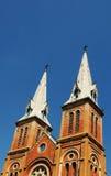 Верхняя часть церков Нотр-Дам в центре города в Сайгоне, Вьетнаме Стоковые Фотографии RF