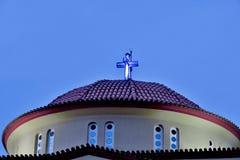 Верхняя часть церков со светящим Христос против голубого неба стоковое изображение rf