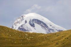 Верхняя часть kazbeg горы Стоковые Изображения RF