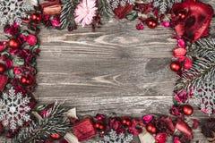 Верхушка, верхняя часть, осматривает сверху, декоративных высушенных, покрашенных лепестков цветка, расшивы, в стиле рождества Стоковые Фото