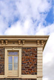 верхушка этажа двери здания историческая каменная стоковое фото