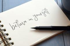 ВЕРЬТЕ В СЕБЕ рук-lettered в блокноте Стоковое Изображение RF