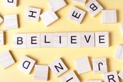 ВЕРЬТЕ слову написанному на деревянном блоке Деревянный ABC Стоковое фото RF