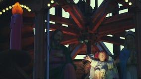 Веселый идет круглый младенческий Иисус Христос сток-видео