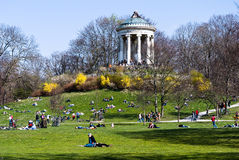 Весеннее время в английском саде - Мюнхене Стоковая Фотография