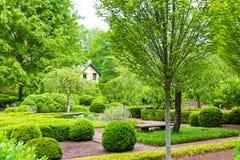 Весеннее время, ландшафт официально сада в парке Стоковые Изображения RF