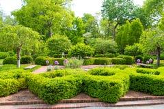 Весеннее время, ландшафт официально сада в парке Стоковое Изображение RF
