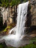Весенние падения - национальный парк Yosemite стоковое фото