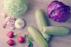 Весенний овощ установил - все головы капусты, цукини, редиски Стоковое Фото