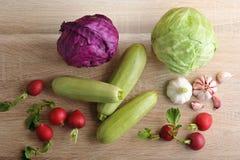 Весенний овощ установил - все головы капусты, цукини, редиски Стоковая Фотография
