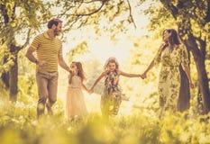 Весенний сезон самое лучшее время года для тратить время с семьей стоковая фотография