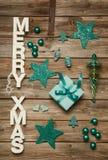 Веселые приветствия Xmas деревянных писем Украшение рождества внутри Стоковое Изображение RF