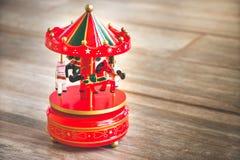 Веселый идет год сбора винограда игрушки лошадей карильона carousel круга красный старый Стоковые Изображения RF