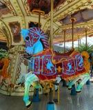 Веселый идет лошадь круга в парке атракционов Стоковая Фотография