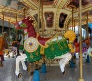 Веселый идет лошадь круга в парке атракционов Стоковые Фотографии RF