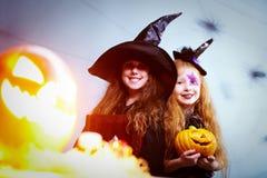 2 веселых ведьмы Стоковые Фотографии RF