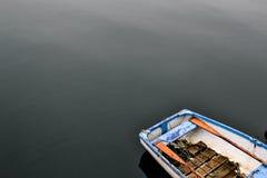 Весельная лодка на озере Стоковые Изображения RF
