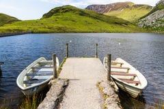 2 весельной лодки молой, Snowdonia Стоковое Изображение RF