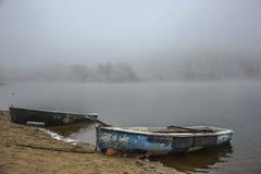 Весельные лодки в тумане Стоковое Фото