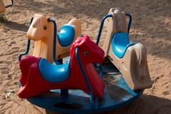 Весна видит увидела в лошади парка тряся Стоковое Изображение