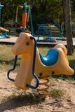 Весна видит увидела в лошади парка тряся Стоковое Изображение RF