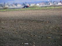 Весна вспахивая для предпосылки трактора Стоковое фото RF