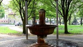 Весна минеральной воды Antonius - Marianske Lazne сток-видео