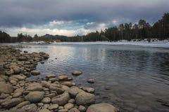 Весна на реке. Стоковое Изображение RF