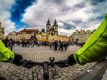 Весна на старой городской площади в Праге, чехии стоковое изображение rf