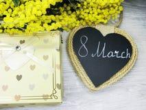 Весны куста мимозы карточка 8-ое марта предпосылки желтой флористическая Стоковое Фото