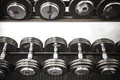 Весы в спортзале стоковые изображения